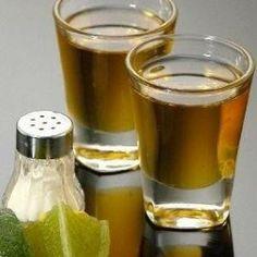 El tequila es la bebida resultante de la destilación de los azúcares del jugo obtenido del corazón de la planta de agave azul.