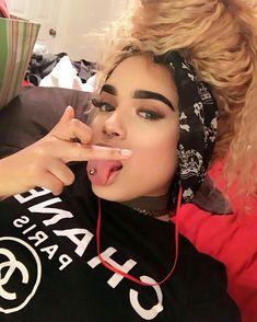 Super piercing tongue girl ideas - My dream modern Piercings For Girls, Types Of Piercings, Tongue Piercing Jewelry, Cute Tongue Piercing, Snake Eyes Piercing, Girl Tongue, Mouth Piercings, Virginia, Estilo Rock