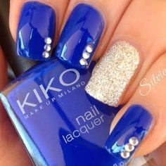 Royal blue and gold shimmer nail art with glitter that makes this nail art a real art
