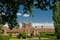 Travel, history and heritage information about Sissinghurst Castle Garden, a Garden in Kent, plus nearby accommodation and historic attractions to visit. Part of the Kent Travel Guide on Britain Express. We love British heritage! Kent Travel, Dover Castle, White Cliffs Of Dover, Leeds Castle, Canterbury Cathedral, Kent County, Famous Gardens, National Trust, Architecture