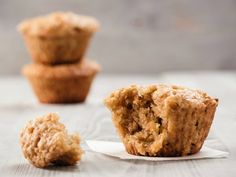 The carrots in this Zucchini Carrot Oatmeal Muffins recipe are a great source of fiber, potassium, vitamins and K, and antioxidants. In addition, carrots rank low on the glycemic index which can help regulate blood glucose levels. Applesauce Muffins, Cinnamon Muffins, Oatmeal Muffins, Baked Oatmeal, Zucchini Muffin Recipes, Zucchini Muffins, Bread Recipes, Baking Recipes, Peppermint Crisp Tart