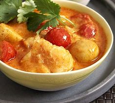 This delicious recipe takes just 15 minutes of your time and flavorful Thai red fish curry is on your table! The combination of fish fillets, aromatic cherry tomatoes and new potatoes coated with a spicy red curry makes an unforgettably good taste and is a good way to brighten up your day.  [ingredients]  [method]