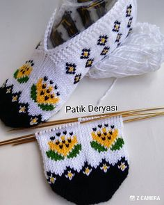 Fair Isle Knitting, Knitting Socks, Hand Knitting, Knit Slippers Free Pattern, Knitted Slippers, Baby Knitting Patterns, Sewing Patterns, Crochet Patterns, Knit Shoes