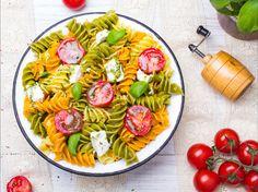 15 salades composées parfaites pour l'été ! 🥗😍  #salades #salade #salad #healthy #minceur #recettedesaison #recettehelathy #recetteminceur #tomates #pâtes #feta #olives Healthy Salad Recipes, Olives, Pasta Salad, Quinoa, Feta, Ethnic Recipes, Seasonal Recipe, Chopped Salads, Being Healthy