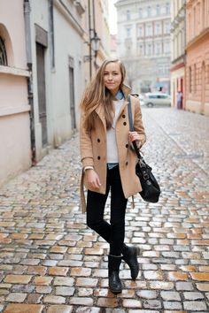Fall / winter - street & chic style - camel coat + black skinnies + chambray shirt + white sweater + black handbag & booties