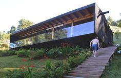 Image 7 of 19 from gallery of Las Trancas House / Cristian Irarrázaval Andrews. Courtesy of Cristian Irarrázaval Andrews Houses On Slopes, Prefab Modular Homes, Pole House, Casas Containers, House On Stilts, Small Modern Home, Bungalow, Wood Architecture, Container House Design