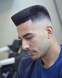 22 Most Cool Haircuts For Men that Attract Girls - Fasneshion Top Haircuts For Men, Summer Haircuts, Great Haircuts, Men's Haircuts, Messy Curly Hair, Curly Hair Cuts, Short Hair Cuts, Quiff Haircut, Mullet Hairstyle