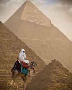 Pyramid of Khafre the second-tallest and second-largest of the Ancient Egyptian Pyramids of Giza and the tomb of the Fourth- Giza Egypt, Pyramids Of Giza, Visit Egypt, Cairo, Color Splash, Egyptian, Africa, Black And White, Painting