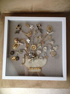 Shadow box display of vintage jewelry I love this Deb.thanks for pinning it - Shadow box display of vintage jewelry I love this Deb…thanks for pinning it - Costume Jewelry Crafts, Vintage Jewelry Crafts, Vintage Costume Jewelry, Vintage Jewellery, Antique Jewelry, Recycled Jewelry, Jewelry Frames, Jewelry Tree, Jewelry Ideas