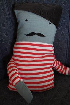 Monsieur Moustache bringt französisches Flair ins Haus.   Du willst Französisch lernen? Monsieur Moustache hilft dir bei der Aussprache.  Der Urlaub f