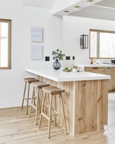 Emily Henderson's Kitchen Renovation Is Full of Great Design Tips - Would You Let Strangers Design Your Kitchen? Emily Henderson Did You are in the right place about fa - Home Decor Kitchen, Rustic Kitchen, New Kitchen, Home Kitchens, Kitchen Dining, Kitchen Ideas, Kitchen Cabinets, Kitchen Cupboard, Kitchen Hardware