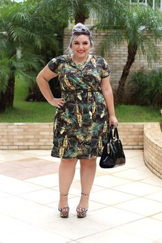 Lovely midi wrap dress with feather print combined with leopard print high heels Plus Size Chic, Plus Size Looks, Curvy Plus Size, Moda Plus Size, Plus Size Model, Curvy Fashion, Plus Size Fashion, Girl Fashion, Fashion Dresses