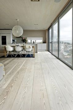 Piso de madera - Scandinavian Design Interior Spaces - I like how white and cream is used , it shows less is more , and white shows a clean and large space Home Design, Design Ideas, Floor Design, Scandinavian Interior Design, Scandinavian Style, Nordic Design, Modern Interior, Scandi Style, Modern Luxury