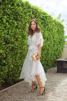 Aimee Song is inspiring us to wear a dress with textures and pleats! A stunning and unique option for a stylish city hall wedding dress. Photo: Song of Style White Wrap Dress, City Hall Wedding, Moda Chic, Song Of Style, 70 Style, Mode Inspiration, Look Fashion, Trendy Fashion, Dress To Impress