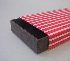 Boite habillée de papier japonais. Pour les papiers de lucas.