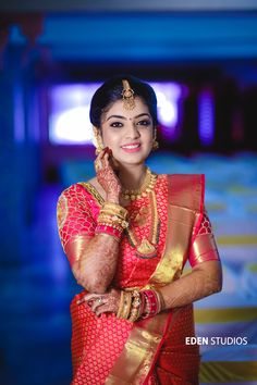 A Pretty South Indian Wedding With Major Tam-Brahm Feels South Indian Weddings, South Indian Bride, Indian Bridal, Wedding Couple Poses Photography, Indian Wedding Photography, Indian Hairstyles, Bride Hairstyles, Christian Bride, Front Hair Styles