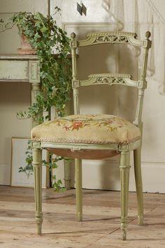 アンティーク ローズとリボンのプチポワンチェア  French Antique Petit-Point Chair