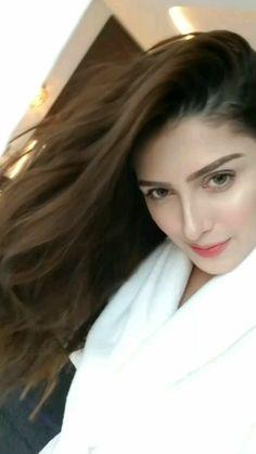 Pakistani Party Wear, Pakistani Wedding Outfits, Pakistani Girl, Pakistani Actress, Mahira Khan Pics, Saira Shakira, Ayeza Khan, Stylish Girl Pic, Local Girls