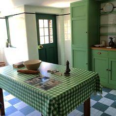 A #Mackintosh #kitchen at #78Derngate St. Eat your heart out, Martha! #CharlesRennieMackintosh #architecture #design #GlasgowSchool