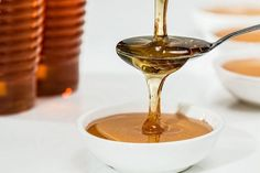 Manuka honey is often promoted as a healthy food but what does the science have to say about raw manuka honey benefits? Honey Wrap, Raw Honey, Pure Honey, Honey Bees, Pure Encapsulations, Honey Butter, Honey Lemon, Lemon Lime, Home Remedies