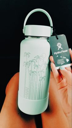 Water Bottle Art, Cheap Water Bottles, Hydro Flask Water Bottle, Christmas Gifts For Teen Girls, Gifts For Teens, Cute Boyfriend Gifts, Bff Birthday Gift, Travel Bottles, Aesthetic Colors