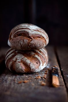 How do you tell how good bread is without tasting it? Not the smell, not the look, but the sound of the crust.