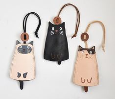 Key case black-and-white cat Hachiware [resale] | key case | wormwood and | handmade mail order and sales Creema