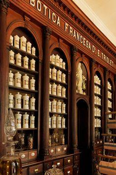 pre-revolution pharmacy in Cuba Apothecary Decor, Apothecary Cabinet, Interior Architecture, Interior And Exterior, Interior Design, Farmhouse Interior, Vintage Bottles, Vintage Labels, Matanzas Cuba
