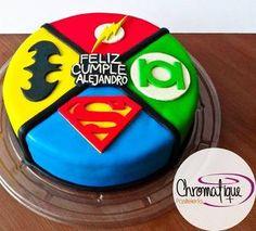 Superheroes cake (Torta de super heroes) https://www.facebook.com/chromatiquepasteleria/