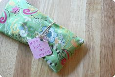 DIY Lavender Eye Mask  by Feathers: To use hot or cold! #DIY #Eye_Mask