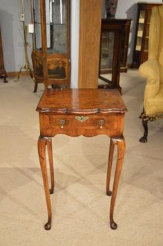 A Burr Walnut 1920s George I Style Antique Side Table