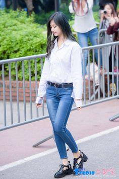Twice Tzuyu Airport Fashion - Official Korean Fashion Korean Airport Fashion, Korean Girl Fashion, Asian Fashion, Fashion Idol, Kpop Fashion, Fashion Outfits, Kpop Outfits, Girl Outfits, Cute Outfits