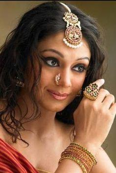 Latest Indian Gold and Diamond Jewellery Designs: Temple maang tikka design