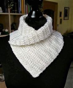 Once you start learning how to crochet a cowl, it may become your new favorite type of scarf. Free Crochet Cowl Patterns are versatile and fashionable. Free Crochet, Knit Crochet, Crochet Hats, Knitted Shawls, Crochet Scarves, Loom Knitting Patterns, Crochet Patterns, Crochet Ideas, Loom Scarf