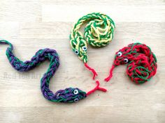 """Finger Knitting Snakes - these snakes are so cool and fun to make. Learn about finger knitting with two colours of yarn, as well as our new technique of """"increasing"""" and """"decreasing"""" a stitch. So fun and easy! Finger Knitting Projects, Baby Sewing Projects, Yarn Projects, Knitting For Kids, Easy Knitting, Knitting For Beginners, Loom Knitting, Sewing Ideas, Finger Crochet"""