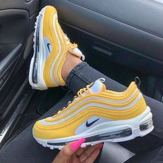 Stylish pair of 2019 Nike Air Max shoes in a yellow, white and black colour way. Girl shows her fresh Nike sneakers Cute Sneakers, Sneakers Nike, Nike Trainers, Souliers Nike, Yellow Nikes, Yellow Heels, Nike Air Shoes, Aesthetic Shoes, Hype Shoes