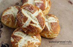 Soft and salty pretzel rolls - perfect for a dinner roll or a sandwich bun! Best Homemade Bread Recipe, Tasty Bread Recipe, Bread Recipes, Snack Recipes, Cooking Recipes, Snacks, Pretzel Rolls, Pretzel Bread, Salted Pretzel
