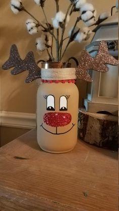 Christmas Crafts with mason jars Quart size RUDOLPH inspired mason jar - Mason Jar Projects, Mason Jar Crafts, Mason Jar Diy, Diy Projects, Easy Diy Christmas Gifts, Christmas Jars, Holiday Crafts, Christmas Centerpieces, Christmas Crafts For Gifts For Adults