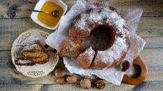 Medová bábovka je dokonalou variantou podzimního moučníku. Je plná ořechů, voňavého koření ašmrncnutá medem. Nakonec ji můžete doladit čokoládovou polevou. Doughnut, French Toast, Breakfast, Sweet, Morning Coffee, Candy