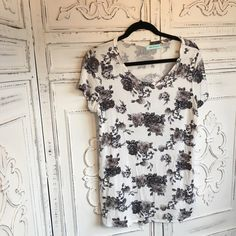 Chris and Carol Rose Printed Tee Chris and Carol rose printed tee shirt. Love this boutique and their quality. This shirt is super soft and hangs really well with no bunching or clinging. Great with jeans or leggings Chris and Carol  Tops Tees - Short Sleeve