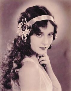 Jobyna Ralston.  Click pic to see 1920's Hairstyles wig.