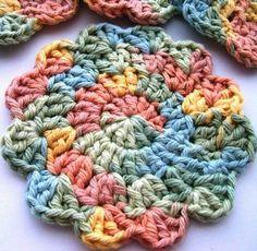 Crochet Coaster Pattern, Crochet Doily Patterns, Crochet Squares, Crochet Doilies, Crochet Placemats, Afghan Crochet, Diy Crochet Flowers, Crochet Crafts, Crochet Projects
