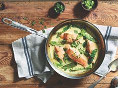 Green curry braised salmon A new book simplifies the complicated decision of how to buy ethical salmon—and how to make it with a citrus-dill-vodka marinade Asian Recipes, New Recipes, Dinner Recipes, Ethnic Recipes, Dinner Ideas, Asian Foods, Dinner Dishes, Fish Recipes, Seafood Recipes