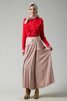 Tesettür Pantolon Modelleri - http://www.gelinlikvitrini.com/tesettur-pantolon-modelleri/ - #TesettürPantolonModelleri2015, #TesettürPantolonModelleri2016   Tesettür Pantolon Modelleri Tesettür giyim sektöründe pantolonlar oldukça fazla tercih edilmektedirler. Pantolonlar hem rahat olmaları hem de şık bir görünüm sağlamaları nedeni ile tesettür giyimde de kadınların ilk tercihleri arasında yer almaktadır.Bu sebeple tesettür pantolon modelleri tesettü.