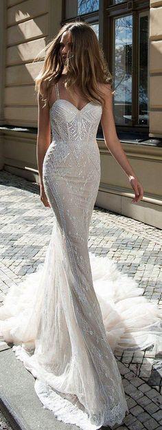 Şu elbise ile gelinliğin nefis karmasına ne diyorsunuz peki?
