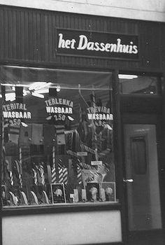 Verdwenen winkels   1965   Ha, ha, het Dassenhuis in de Mariastraat. Zou die winkel nog bestaan?