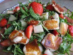 Margarita - Салат с обжаренным сыром, клубникой и дыней.