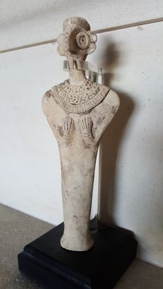 Astarté ? Déesse syro-hittite:  Circa 2000-1500 B.C. Standing and wearing a long cloak, her hands resting on her breast, her collar and coiffure applied. Jérusalem 2011.