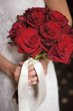 Red roses - classic, beautiful, and elegant! Shop red roses in a variety of stem lengths year-round at GrowersBox.com!