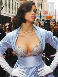 【ELLEgirl】1億6200万円のブラでアドリアナ・リマがNYを闊歩 エル・ガール・オンライン